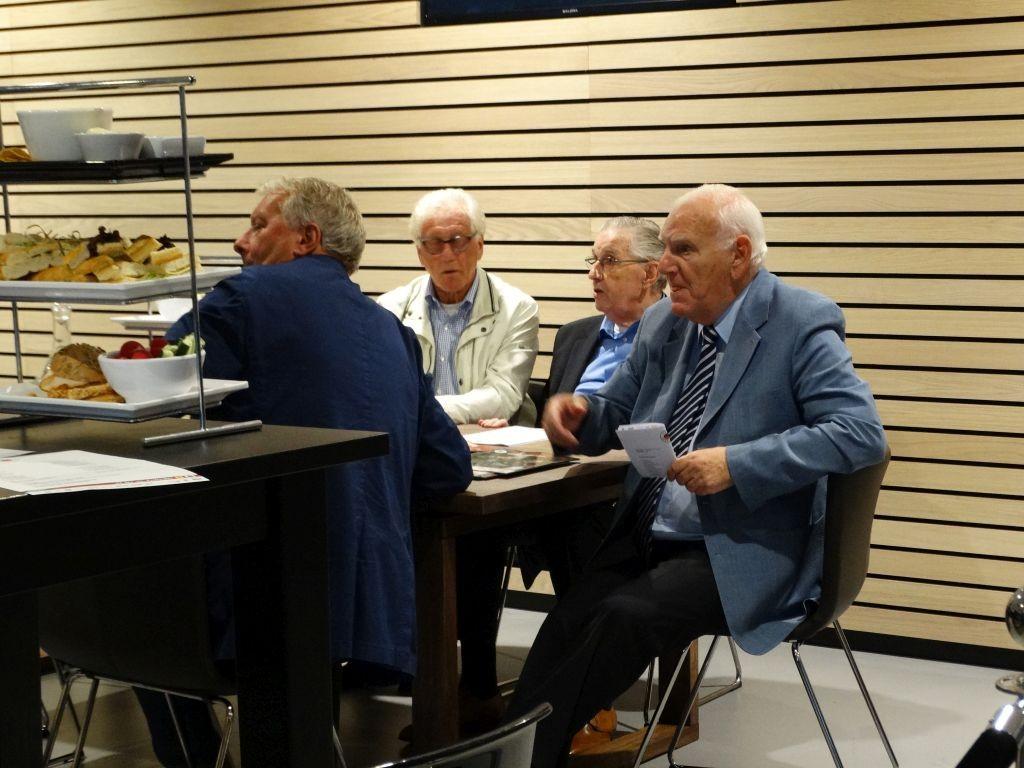 Een blik in de bestuurskamer, met onder andere Jaap Bontenbal.