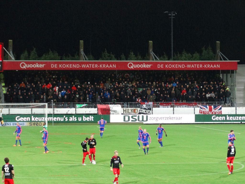 Ook het uitvak was vol voor deze enige Rotterdamse derby op het hoogste niveau.
