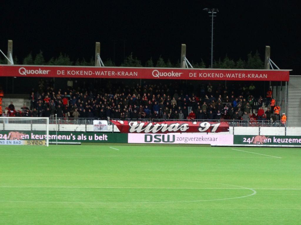 Respect voor al deze supporters, die hun club ook in deze moeilijke tijden achterna reizen.