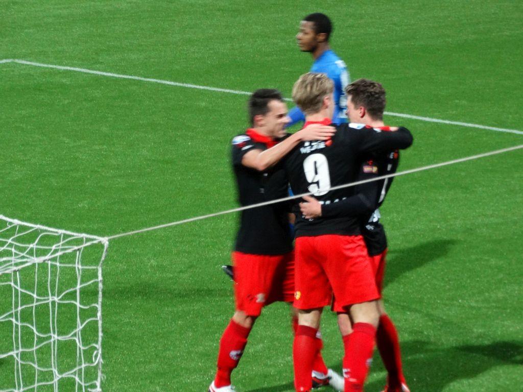 Twente begon sterk aan de wedstrijd, maar Excelsior kreeg ook een paar goede kansen. In de 38e minuut was het raak.