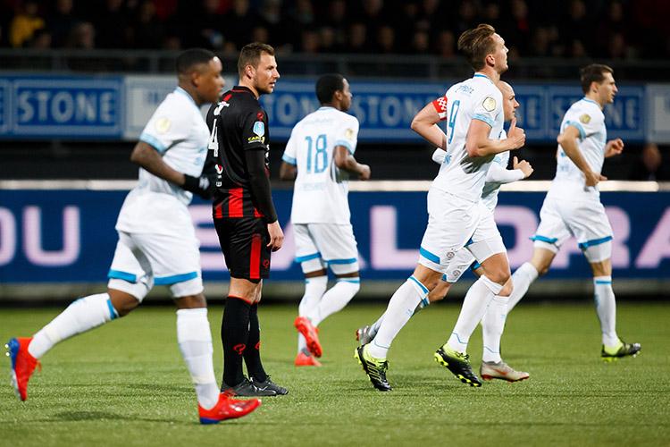 Zakelijke nederlaag tegen koploper PSV